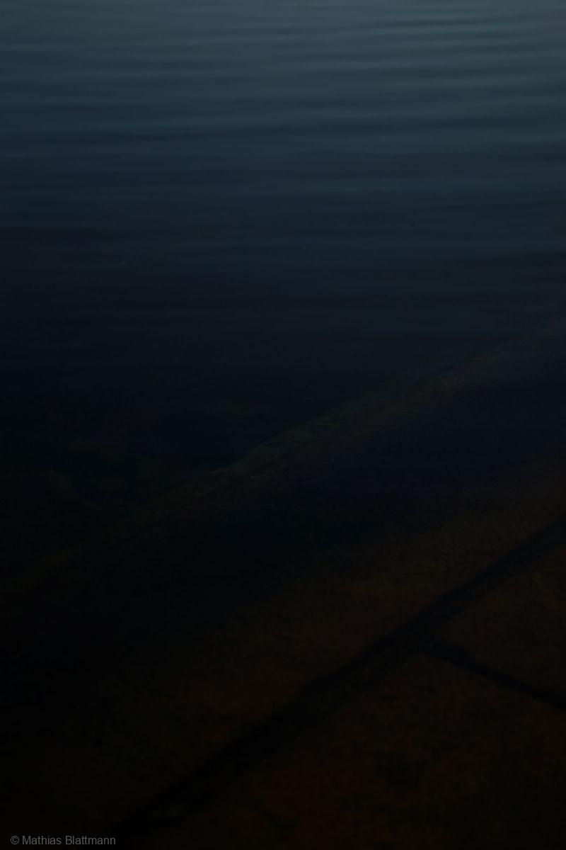 Blau-Schwarz-Dunkel